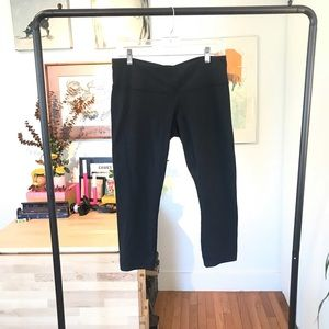 Lululemon crop yoga pants - size L